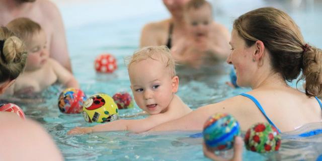 7-14 Monate, Babyschwimmen und Kleinkindschwimmen