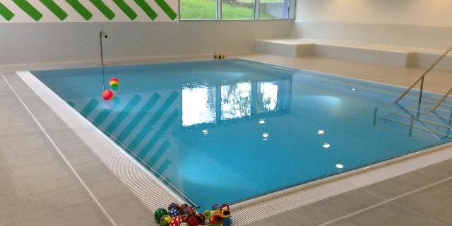 """""""Babyschwimmen, Kurse in Zürich, 4 - 12 Monate"""""""